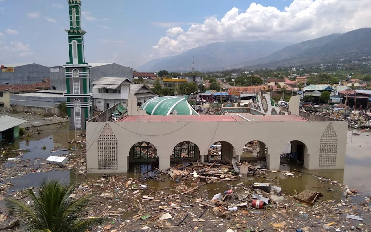 https://www.telegraph.co.uk/news/2018/09/29/indonesia-tsunami-pictures-big-waves-leave-sulawesi-coastline/